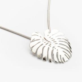 List monstera deliciosa jako originální náhrdelník ze stříbra.