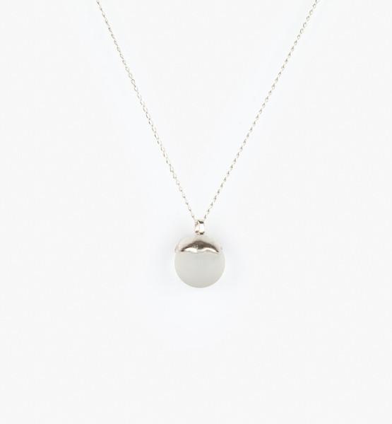 Šperky se sklem na krk matná kulička.