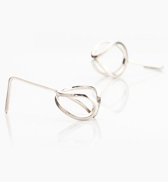 Náušnice které nemají začátek ani konec jsou symbolem nekonečna vyrobeny ze stříbra